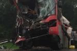 Xe khách đối đầu xe tải, 2 người thương vong,  hàng chục người hoảng loạn