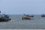 Bão số 9 đánh chìm hàng loạt tàu thuyền ở Bình Thuận