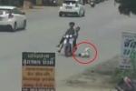 Clip: Đánh rơi con giữa đường, bố mẹ chỉ chăm chăm kiểm tra xe máy