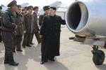 Ông Kim Jong-un chụp ảnh với các nhà sáng chế máy bay Triều Tiên