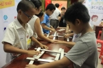 Học sinh tiểu học xây cầu tự đứng vững theo thiết kế của Da Vinci