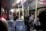 Clip: Côn đồ hành hung dã man hành khách trên xe bus