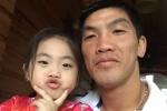 Con gái 5 tuổi của Minh Nhựt: 'Con nghe người ta nói bố không được bắt gôn, không có tiền nữa'