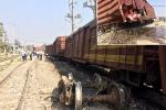 Hà Nội: 7 toa tàu hỏa trật bánh khỏi đường ray