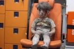 Bức ảnh cậu bé Syria sau cuộc không kích khiến cả thế giới bàng hoàng