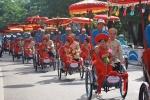 Ấn tượng màn rước dâu bằng xích lô ở đám cưới tập thể của công nhân nghèo xứ Huế
