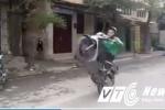 Clip 'quái xế' GrabBike bốc đầu xe máy trên phố khiến người xem thót tim