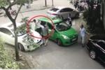 Xôn xao clip Mercedes đỗ chắn lối đi còn 'hổ báo' cầm gạch hành hung tài xế taxi