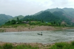 Bé trai 3 tuổi mất tích bí ẩn sát biên giới Việt - Lào