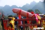 Anh: Hang tram nguoi chen chan xem ruoc 'cua quy khong lo' trong le hoi Na Nhem 2019 hinh anh 2