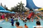 Ảnh: Hàng vạn người dân Thủ đô 'giải nhiệt' ở Thiên đường Bảo Sơn ngày nghỉ lễ