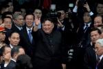 Video: Hành động đặc biệt của Chủ tịch Kim Jong-un trước khi lên tàu về nước