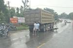 Va chạm với xe tải, một phụ nữ bị cuốn vào gầm xe chết thảm