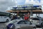 Ngày đầu giảm giá vé, BOT Sóc Trăng vẫn phải xả trạm liên tục