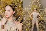 Cận cảnh bộ trang phục dân tộc độc đáo nặng 55 kg của Hương Giang