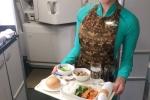 Vietnam Airlines tiep tuc chinh phuc hanh khach bang buc tranh am thuc nhieu mau sac hinh anh 2