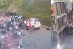 Lật xe tải chở mận trên cao tốc Lào Cai - Hà Nội, mận đổ đỏ một đoạn đường