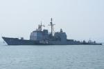 Video, ảnh: Lai dắt tuần dương hạm Mỹ treo cờ Việt Nam cập cảng Tiên Sa