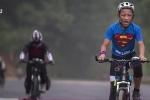 Clip: Bố rủ con trai 12 tuổi đạp xe 2.000 km thử thách lòng kiên trì