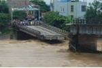 Lũ cuồn cuộn đổ về ở Yên Bái, cầu Thia - thị xã Nghĩa Lộ gãy đôi