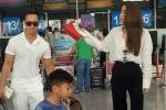 Kim Lý xách vali cho Hồ Ngọc Hà và Subeo tại sân bay