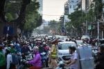 Video: Chặn một phần đường Cát Linh, giao thông ùn tắc, hỗn loạn
