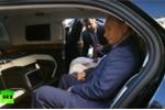 Video: Tổng thống Putin hồ hởi khoe nội thất trong 'siêu xe' mới với thái tử UAE