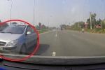 Clip: Ô tô con đi ngược chiều kiểu 'giết người' trên Đại lộ Thăng Long