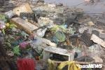 Tiểu thương xả rác vô tội vạ, sông Roòn 'chết' dần trong ô nhiễm