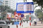 Lý do hàng loạt biển báo giao thông ở Hà Nội bị bịt kín