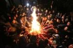 Video: Háo hức xin lửa sân đình, 'lấy đỏ' đầu năm