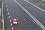 Hai ô tô ngang nhiên đi lùi trên cao tốc Hà Nội – Hải Phòng