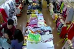 Nữ nhân viên bán quần áo bị đôi nam nữ truy sát tại cửa hàng