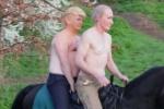 'Trump và Putin' cởi trần, cưỡi ngựa ở London gây sốc