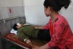 Bị phụ nữ đánh, người đàn ông ngã gục trước mặt bí thư huyện