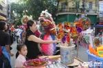 Ảnh: Trẻ nhỏ háo hức chọn đồ chơi trên 'phố Trung thu' lộng lẫy nhất Thủ đô