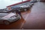 Giải bí ẩn 'cơn mưa máu' trút xuống bãi đỗ xe Nga
