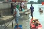 Clip: Đội quân chích điện, bắt cá phóng sinh hoạt động cật lực quanh chùa