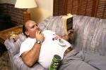 Vì sao đàn ông thường béo và lười hơn sau khi kết hôn?