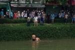 Công an lao xuống sông bắt kẻ buôn ma túy