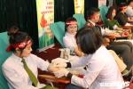 Nữ chiến sỹ công an rạng ngời tham gia hiến máu cứu người