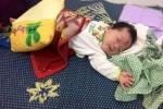 Bé 3 tháng tuổi bị bỏ rơi bên đường ở Nghệ An đã có bố mẹ nuôi