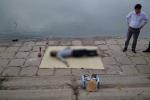 Thi thể người đàn ông nổi giữa hồ Linh Đàm lúc sáng sớm