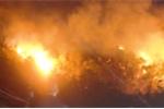 Núi Bà Hỏa bốc cháy rừng rực, hàng trăm hộ dân TP Quy Nhơn nháo nhác sơ tán lúc nửa đêm