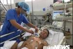 Mẹ ung thư nằm nhà, con trai nghèo nuốt nước mắt xin cho bố ung thư ra viện chờ chết