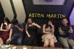 Bị bắt quả tang 'phê' ma tuý trong quán karaoke, nhiều nam nữ đút lót tiền để được bỏ qua