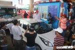 Video: Tài xế bấm còi inh ỏi, trạm thu phí Sóc Trăng hỗn loạn