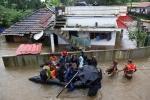 Video: Người đàn ông tự quay clip kêu cứu khi lũ ngập đến cổ ở Ấn Độ