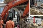 Chập điện ở công trường ga đường sắt trên cao, công nhân tháo chạy tán loạn