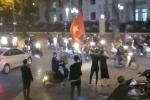 Clip: Người hâm mộ đổ ra đường ăn mừng chiến tích lịch sử của U23 Việt Nam